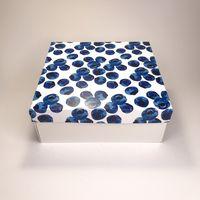 """Подарочная коробка """"Черника"""" (19x19x7,5 см)"""