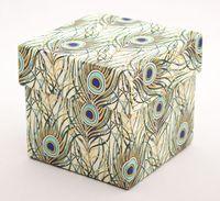 "Подарочная коробка ""Peacock Feathers"" (7,5х7,5х7,5 см; синие элементы)"
