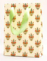 "Пакет бумажный подарочный ""Lilies"" (23,5х17х7 см; красные элементы)"