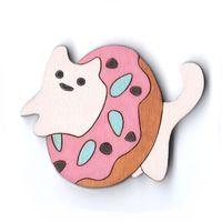 """Значок деревянный """"Котик в розовом пончике"""""""